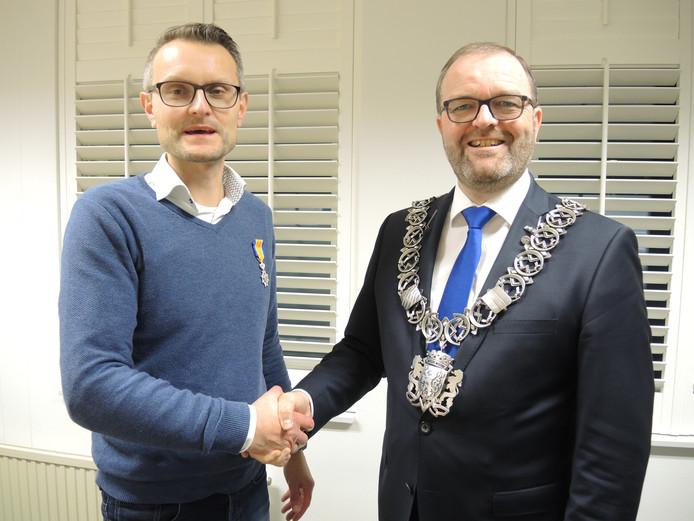 Ronald Zwijgers (CDA) met burgemeester Servaas Stoop.