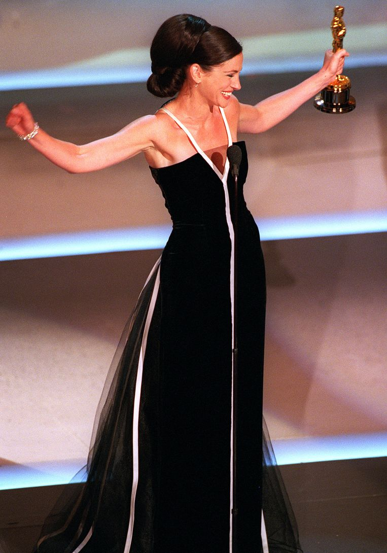 Julia Roberts in Valentino (2001) The 15 most memorable dresses from the history of the Oscars
