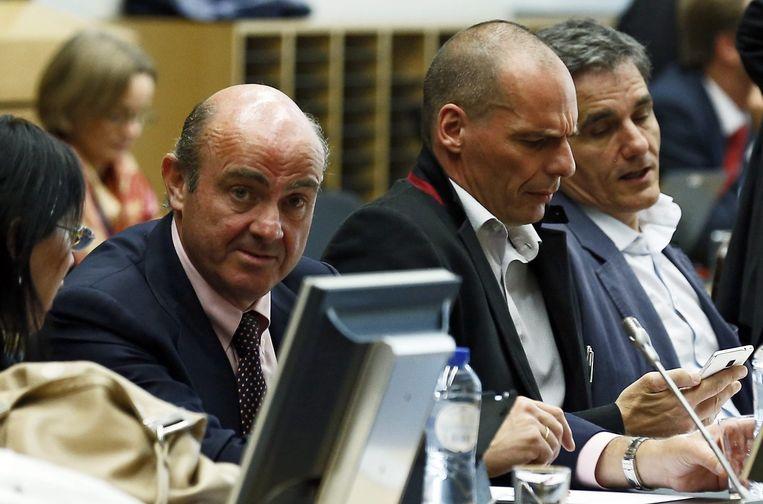 De Spaanse Economieminister Luis de Guindos naast de Griek Yanis Varoufakis.