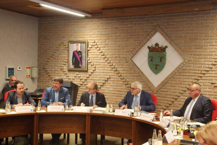 Gemeenteraadsvoorzitter Jo Maebe (Groen) zal de ingediende vragen toevoegen aan de agenda van de gemeenteraad.