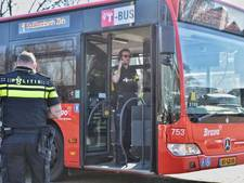 Man in Tilburgse stadsbus riep dat hij een handgranaat bij zich had; mogelijk vuurwapen gevonden
