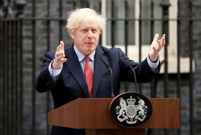 De Britse premier Boris Johnson bij Downing Street nadat hij was hersteld van zijn coronabesmetting eind april.