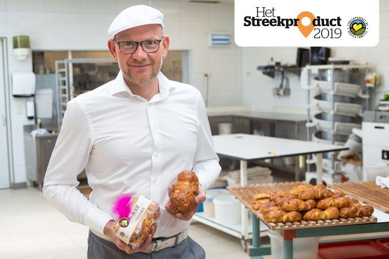 Bert Vangronsveld bakt de mikkemannen zoals zijn vader dat vroeger deed.