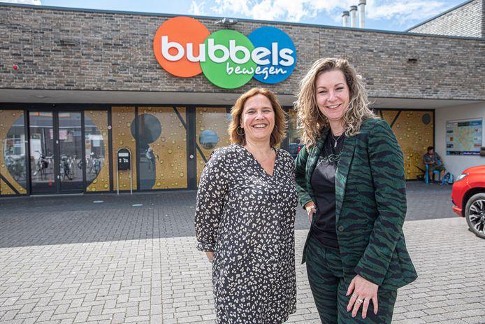 Bij Bubbels is de nieuwe naam van de failliet verklaarde zwemschool Akwaak in Zwolle. Oud-medewerkers Charell van Baalen (links) en Melissa Lubbers gaan de kar trekken.