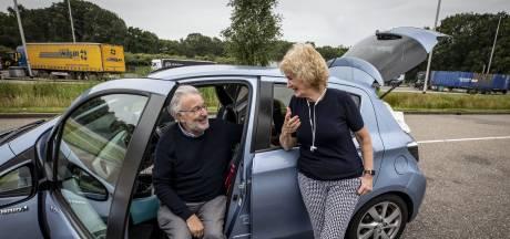 Engels echtpaar tankt bij in Deurningen: 'Nederlanders zijn zó ontzettend aardig'