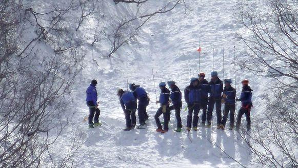 Leden van de reddingsdiensten zoeken naar de lichamen van de drie vermiste Nederlandse studenten. De toeristische dienst van Valfréjus verspreidde gisteren deze foto.