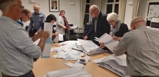 Stemmen tellen in Rozendaal.
