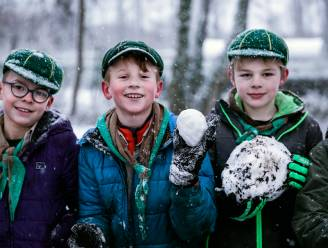 IN BEELD. Sint-Trudoscouts maken ijslolly's van eerste sneeuw in Speelhof