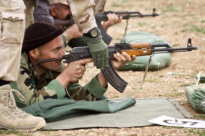 De Nederlandse trainingen van Koerdische strijders in het noorden van Irak wordt opgeschort.
