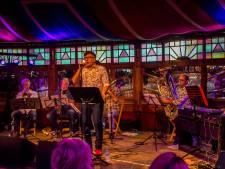 Voor een keer op het podium van De Hofnar: 'sneuemannenpop' van De Helaasheid