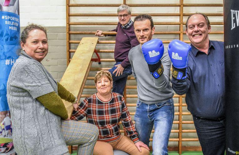 De organisatie van de sportbeurs: Fedra Tytgat en Inge Cosaert van de sportraad, Joost Vinckier voorzitter van de adviesraad Sportfunctionaris Michael Vannieuwenhuyze en schepen van sport Dominique Windels.