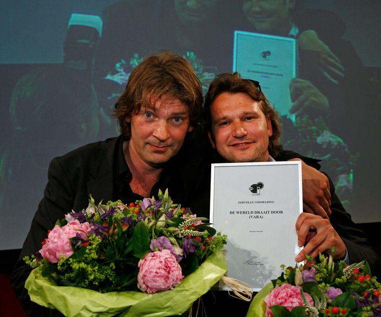 Ewart van der Horst met Matthijs van Nieuwkerk, met een eervolle vermelding van de Nipkow-jury.  Beeld