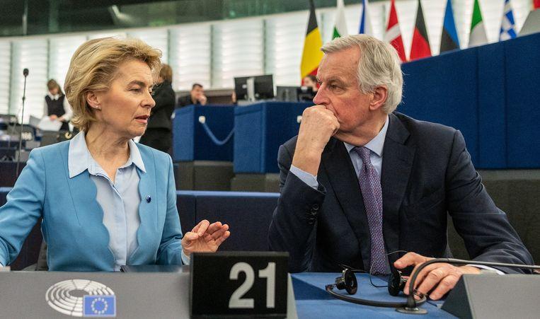 Terwijl von der Leyen een positieve toon hanteerde, speelde hoofdonderhandelaar Michel Barnier meer de rol van 'bad cop' tijdens het parlementair debat.