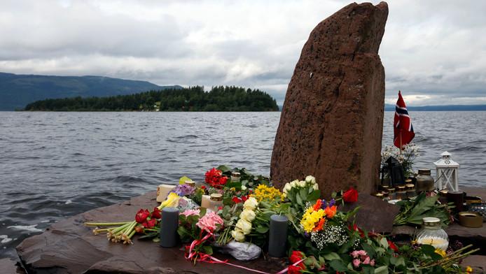 Bloemen voor de slachtoffers op Utoya.