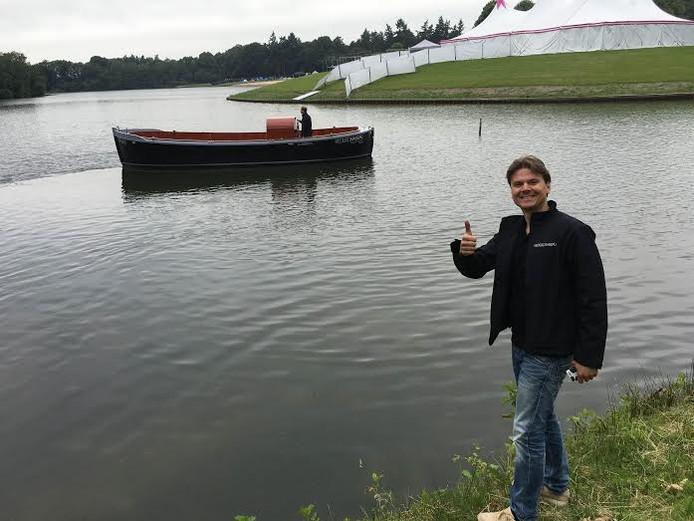 Rob ten Heggeler ziet dat het goed is, zijn sloep ligt in het Hulsbeekwater.