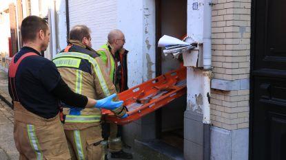 Politie valt binnen in woning na melding van bezorgde buur: bewoner gevallen en uitgeput, maar gered
