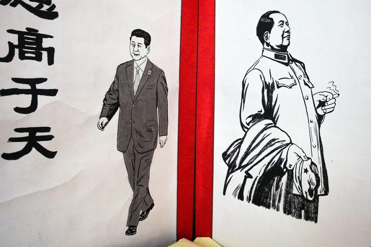 Poster met Xi naast Mao in Peking. Beeld null