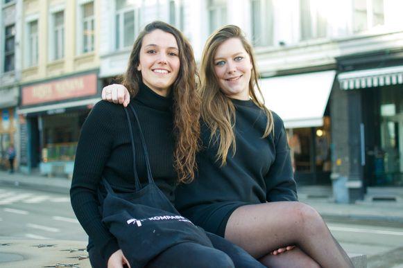 Sylvie Anné (24), ex-vrijwilliger en vaste bezoeker met Valérie De Ridder (26), vaste bezoeker.