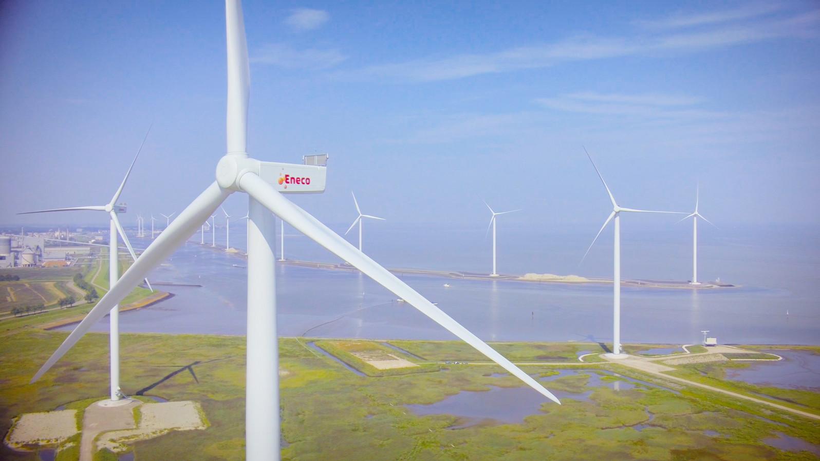Eneco staat bekend om zijn wind- en zonnestroom. Een deeltje komt van het 19 windturbines tellende windpark Delfzijl Noord.