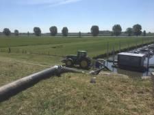 Droogte in Rivierenland; Waterschap pompt bij Genderen water uit de Bergsche Maas