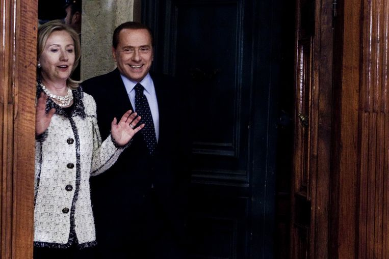 2011: als minister van Buitenlandse Zaken temt Hillary Clinton macho Silvio Berlusconi. Beeld Corbis