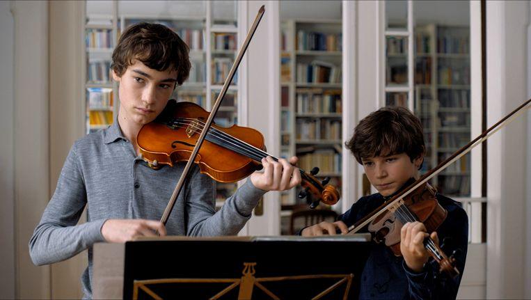 Alexander (Ilja Monti) en Jonas (Serafin Mishiev). Beeld