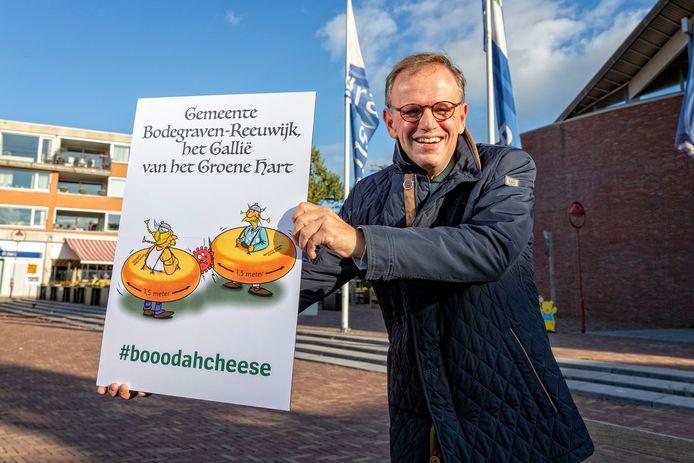 Bodegraven voert een eigen campagne om de gevolgen van het coronavrius zo beperkt mogelijk te houden. Burgemeester Van der Kamp (foto) wil dat mensen op drukke plekken mondkapjes dragen.