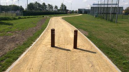Sporthal Meos nu ook bereikbaar via Kleine Warmestraat: nieuw verbindingspad naar voetbalparking
