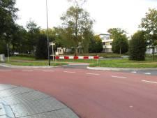 Gemeente haalt hek weg, rotonde Rosmalen veiliger