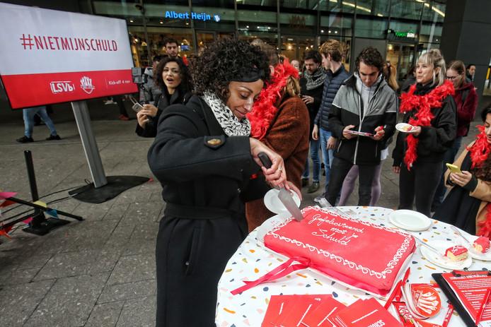 De LSVb en FNV Jong trapten gisteren de #nietmijnschuld-campagne tegen het leenstelsel af in Utrecht.
