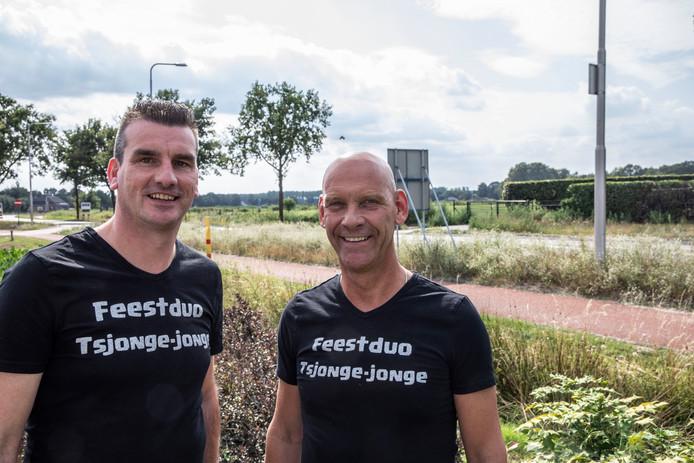 Feestduo Tsjonge-jonge: Edwin Smits (l) en Peter Smits.