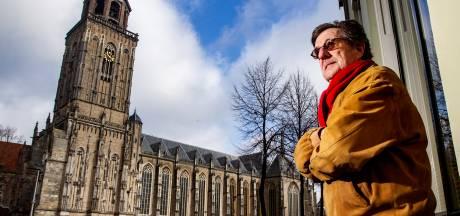 De paus en zijn kerkleiders? Die runnen een 'criminele organisatie', vindt Theo Bruyns. Hij deed aangifte