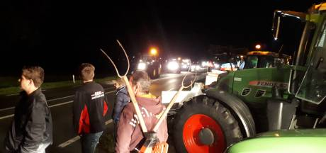 LIVE: Chaos op snelwegen door protest, politie stopt vijftien boeren bij Binnenhof