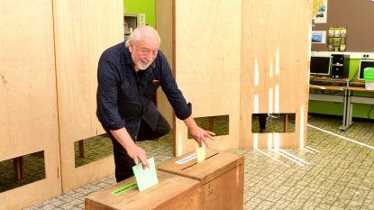 VIDEO: Urbanus stemt... op één been