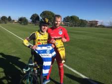 Wielrenner Koen Bouwman ruilt in Spanje shirtje met De Graafschap-doelman Hidde Jurjus