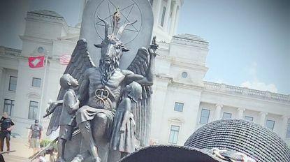 Satanische Tempel onthult groot beeld van Baphomet naast monument tien geboden