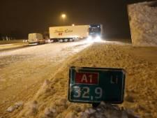 Vrachtwagen geschaard op A1 bij Baarn