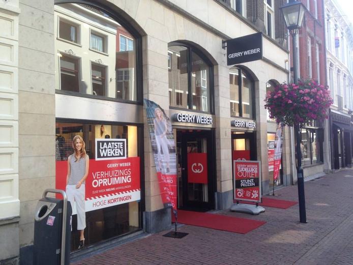 De toekomstige plek van COS aan de Bakkerstraat. Nu nog tot en met 14 augustus open voor de 'verhuizingsopruiming' van Gerry Weber. Foto DG