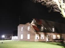 Storm Dennis: opruimen bomen Spijk te gevaarlijk en half dak weggerukt in Landhorst en truck gekanteld