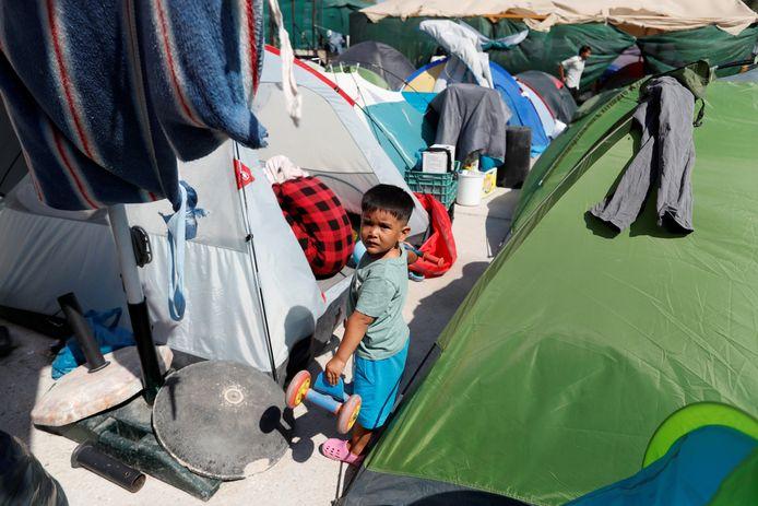 Een kind in een vluchtelingenkamp op het Griekse Lesbos.
