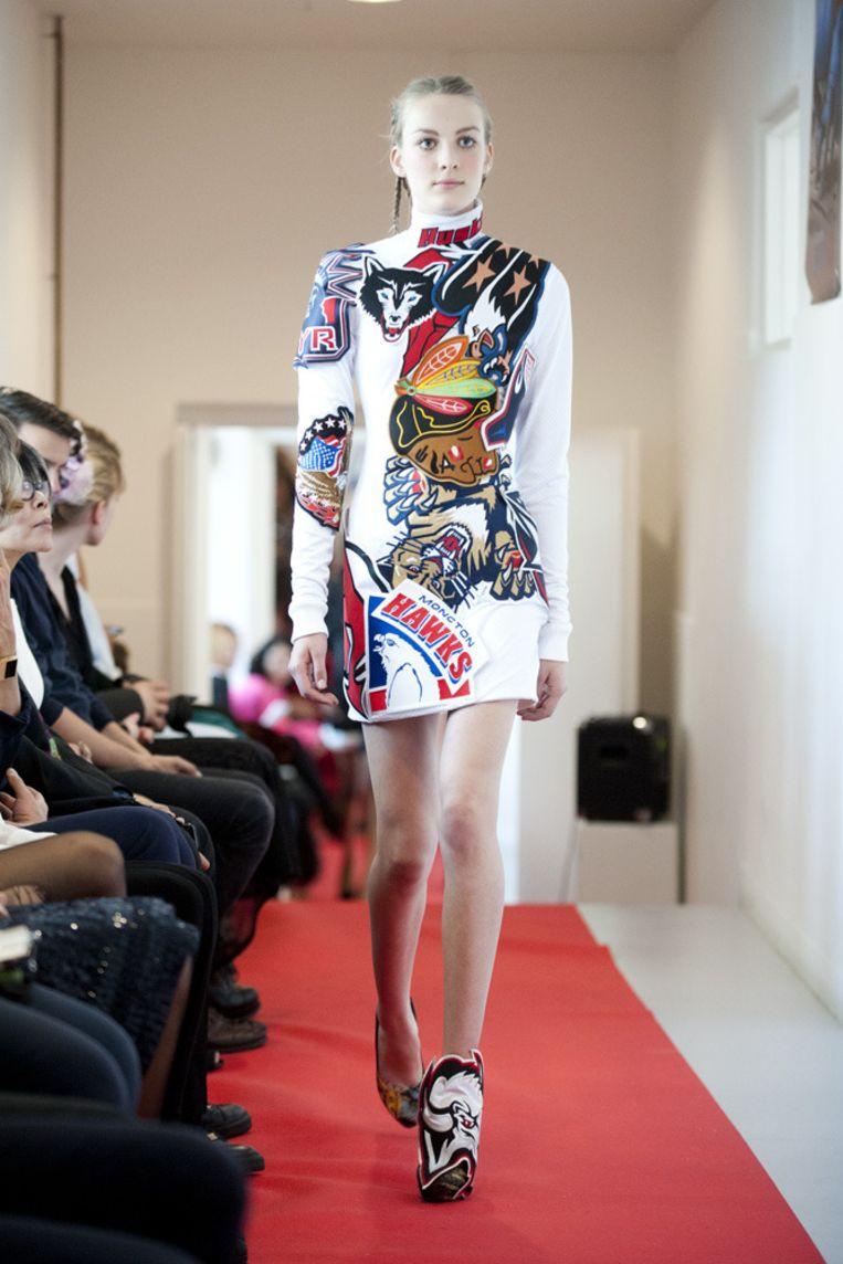 De jurk van Magnus Dekker. Beeld Geert Snoeijer