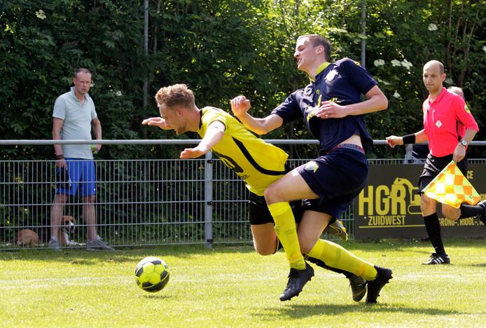 Tholense Boys (gele shirts) leidde een pijnlijke nederlaag.