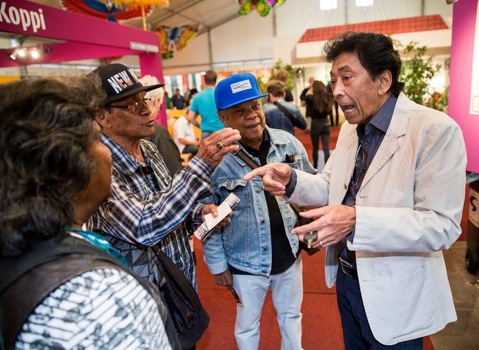 Ook tijdens  de Tong Tong Fair in Den Haag heeft  Riem de Wolff tijd voor zijn fans.