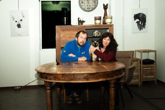 Eddy Daems en Emmy De Ryck met kat Poncho.