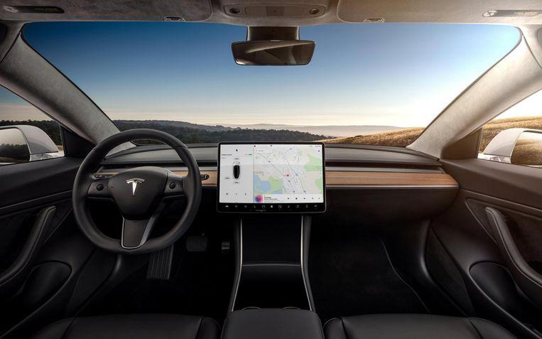 Op het minimalistische dashboard kun je alles in de auto regelen met een touchscreen en twee scrollwieltjes. Beeld reuters