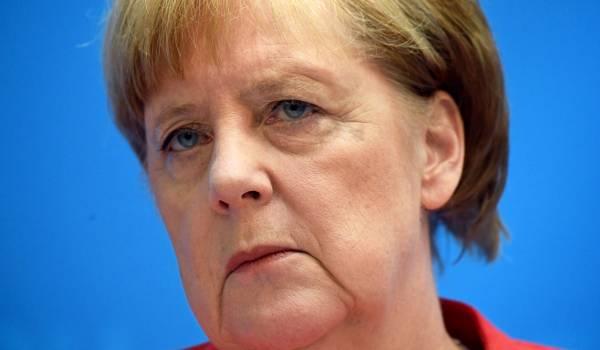 Merkel krijgt tot 1 juli voor vluchtelingenplan, Seehofer slijpt de messen