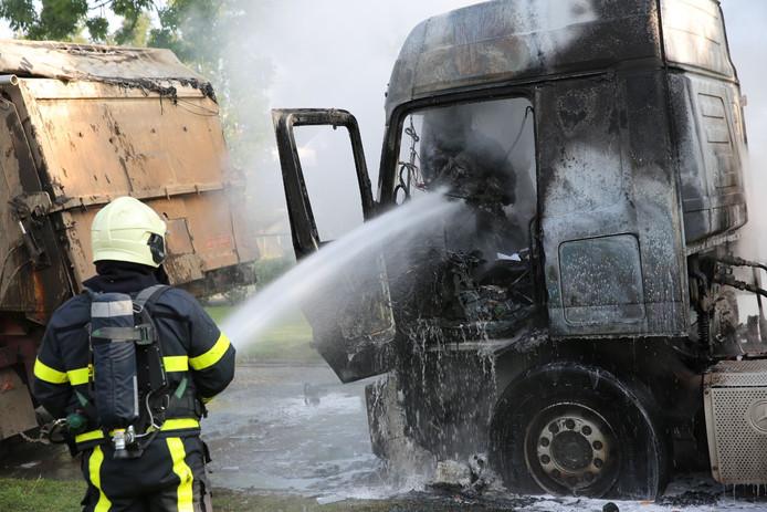 Vrachtwagen in brand aan de Braak in Roosendaal.