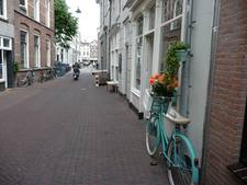 Woede bij ondernemers in Snellestraat over bankjesverbod: 'Alle gezelligheid weg'
