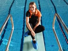 Juul Bruininks (18) is naast student ook zweminstructrice: 'Plezier staat voorop'