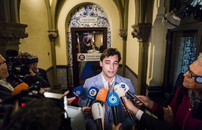 Thierry Baudet, leider van Forum voor Democratie, staat de pers te woord in de Tweede Kamer op de dag na de Provinciale Statenverkiezingen.
